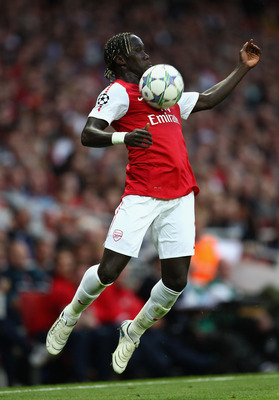 LONDON, ENGLAND - AUGUST 16:  Bacary Sagna of Arsenal controls the ball during the UEFA Champions League play-off first leg match between Arsenal and Udinese at the Emirates Stadium on August 16, 2011 in London, England.  (Photo by Julian Finney/Getty Ima
