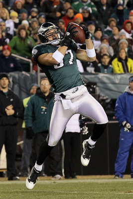 PHILADELPHIA, PA - DECEMBER 28:  Brent Celek #87 of the Philadelphia Eagles in action against the Minnesota Vikings at Lincoln Financial Field on December 28, 2010 in Philadelphia, Pennsylvania.  (Photo by Jim McIsaac/Getty Images)