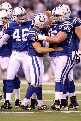 DeVan (No. 66) spent the last two seasons at offensive guard with the Colts.