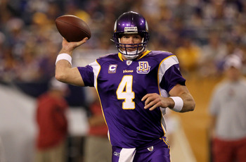MINNEAPOLIS - NOVEMBER 07:  Quarterback Brett Favre #4 of the Minnesota Vikings throws a pass against the Arizona Cardinals at Hubert H. Humphrey Metrodome on November 7, 2010 in Minneapolis, Minnesota.  (Photo by Stephen Dunn/Getty Images)