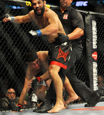 Hendricks defeats Amir Sadollah via knockout.
