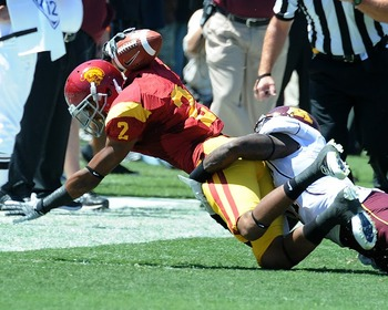 Behind the head reception by USC WR Robert Woods (Photo courtesy of USCTrojans.com by John SooHoo)