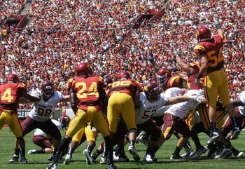 USC special teams blocks another FG in the Minnesota game (Photo courtesy of USCTrojans.com by John SooHoo)