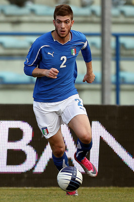 EMPOLI, ITALY - FEBRUARY 08:  Davide Santon of Italy in action during the international friendly match between Italy U21 and England U21 at Stadio Carlo Castellani on February 8, 2011 in Empoli, Italy.  (Photo by Gabriele Maltinti/Getty Images)