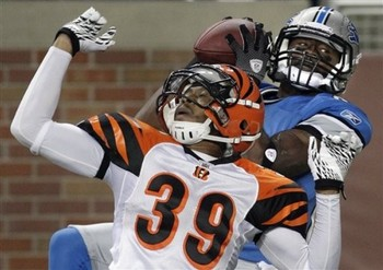 Former Detroit Lions receiver Nate Hughes catches a pass.