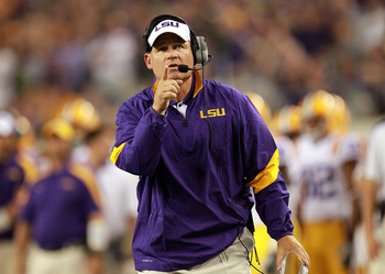 ARLINGTON, TX - SEPTEMBER 03: Head coach Les Miles of the LSU Tigers during play against the Oregon Ducks at Cowboys Stadium on September 3, 2011 in Arlington, Texas.  (Photo by Ronald Martinez/Getty Images)