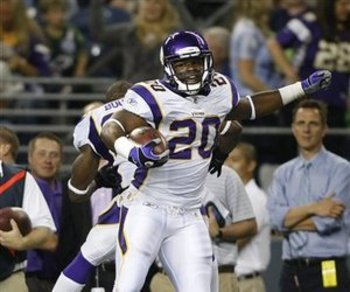 88456_vikings_seahawks_football_large_display_image