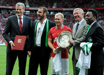 MANCHESTER, ENGLAND - AUGUST 05:  (L-R) Manchester United Chief Executive David Gill,  New York Cosmos Manager Eric Cantona, Paul Scholes, Manchester United Manager Sir Alex Ferguson and Pele pose together prior to Paul Scholes' Testimonial Match between