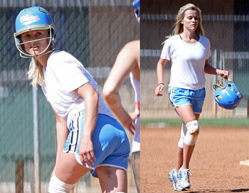 Photos-reese-witherspoon-playing-softball-la_display_image