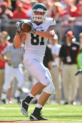 COLUMBUS, OH - SEPTEMBER 25:  Ben Thayer #81 of the Eastern Michigan Eagles runs with the ball against the Ohio State Buckeyes at Ohio Stadium on September 25, 2010 in Columbus, Ohio.  Ohio State won 73-20. (Photo by Jamie Sabau/Getty Images)