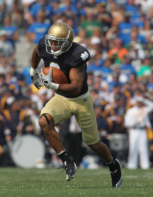 SOUTH BEND, IN - SEPTEMBER 03: Michael Floyd #3 of the Notre Dame Fighting Irish runs after catching a pass against the University of South Florida Bulls at Notre Dame Stadium on September 3, 2011 in South Bend, Indiana. (Photo by Jonathan Daniel/Getty Im