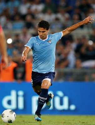 ROME, ITALY - AUGUST 18:  Hernanes of SS Lazio in action during the UEFA Europa League playoff first leg match between S.S. Lazio and FK Rabotnicki at Olimpico stadium on August 18, 2011 in Rome, Italy.  (Photo by Paolo Bruno/Getty Images)