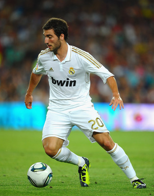 BARCELONA, SPAIN - AUGUST 17: Gonzalo Higuain  of Real Madrid during the Super Cup second leg match between Barcelona and Real Madrid at Nou Camp on August 17, 2011 in Barcelona, Spain.  (Photo by Laurence Griffiths/Getty Images)