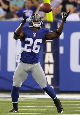 EAST RUTHERFORD, NJ - SEPTEMBER 02:  Antrel Rolle #26 of the New York Giants intercepts a pass against the New England Patriots during the first quarter on September 2, 2010 at the New Meadowlands Stadium in East Rutherford, New Jersey.  (Photo by Jim McI