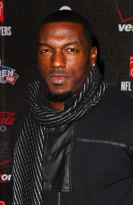 GRAPEVINE, TX - FEBRUARY 03:  NFL player Patrick Willis of the San Francisco 49ers attends the Coke Zero black carpet at the EA SPORTS Madden Bowl XVII at The Glass Cactus on February 3, 2011 in Grapevine, Texas.  (Photo by Joe Scarnici/Getty Images for M