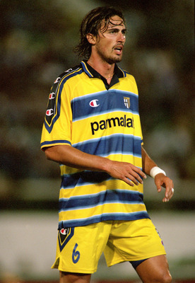 28 Jul 2000:  Dino Baggio of Parma in action during the Pre-Season Friendly match against Sporting Lisbon at the Jose de Alvalade Stadium, in Lisbon, Portugal.  \ Mandatory Credit: Allsport UK /Allsport