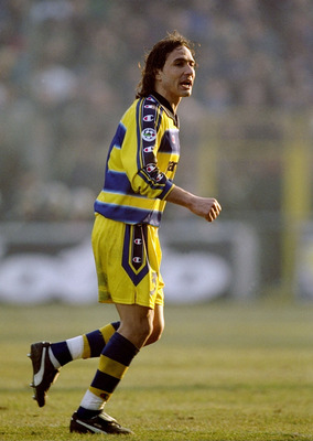 6 Feb 2000:  Antonio Benarrivo of Parma during the Italian Serie A game between Parma and Inter Milan at the Ennio Tardini stadium in Parma, Italy. The game ended 1-1. \ Mandatory Credit: Claudio Villa /Allsport