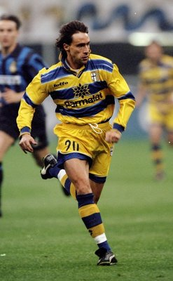 9 May 1999:  Enrico Chiesa of Parma in action during the Serie A match against Inter Milan played at the San Siro Stadium in Milan, Italy.  The match finished in a 1-3 win for Parma.   \ Mandatory Credit: Allsport UK /Allsport