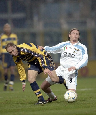 26 Nov 2000:    Nestor Sensini of Parma and  Roberto Baronio of Lazio during the match between Parma v Lazio in the Serie A played at the Tardini Stadium, Parma, Italy. Mandatory Credit: Grazia Neri/ALLSPORT