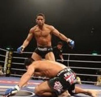 Maximo Blanco rushing in to finish his opponent