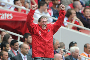 LONDON, ENGLAND - AUGUST 20:  Liverpool manager Kenny Dalglish celebrates victory after the Barclays Premier League match between Arsenal and Liverpool at the Emirates Stadium on August 20, 2011 in London, England.  (Photo by Michael Regan/Getty Images)