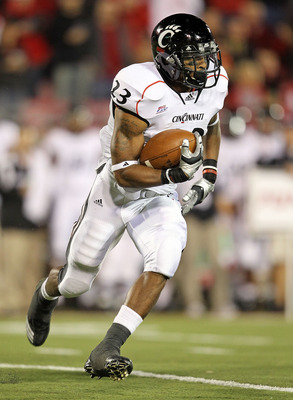 LOUISVILLE, KY - OCTOBER 15:  Isaiah Pead #23 of the Cincinnati Bearcats runs with the ball during the Big East Conference game against the Louisville Cardinals at Papa John's Cardinal Stadium on October 15, 2010 in Louisville, Kentucky.  (Photo by Andy L