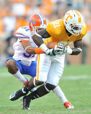KNOXVILLE, TN - SEPTEMBER 18:  Brian Biada #31 of the Florida Gators tackles Da'Rick Rogers #21 of the Tennessee Volunteers at Neyland Stadium on September 18, 2010 in Knoxville, Tennessee. Florida won 31-17.  (Photo by Grant Halverson/Getty Images)
