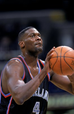 1 Dec 1999: Shawn Kemp #4 of the Cleveland Cavaliers makes a free throw during a game against the Washington Wizards at the MCI Center in Washington, D.C. The Cavaliers defeated the Wizards 111-108.    Mandatory Credit: Doug Pensinger  /Allsport