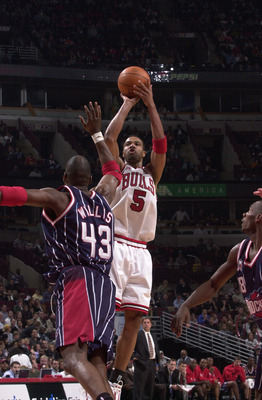 04 Dec 2001:  Forward Ron Mercer #5 of the Chicago Bulls puts up a shot against forward Kevin Willis #43 of the Houston Rockets at the United Center in Chicago, Illinois.  The Bulls defeated the Rockets 103-75. DIGITAL IMAGE  NOTE TO USER: User expressly