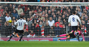 LONDON, ENGLAND - NOVEMBER 20:  Rafael Van Der Vaart of Tottenham scores from the penalty spot during the Barclays Premier League match between Arsenal and Tottenham Hotspur at the Emirates Stadium on November 20, 2010 in London, England.  (Photo by Mike