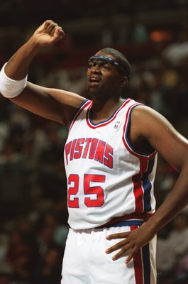 27 OCT 1994:  DETROIT PISTIONS CENTER OLIVER MILLER SIGNALS HIS BENCH DURING THEIR 107-91 WIN OVER THE SACRAMENTO KINGS AT THE PALACE IN AUBURN HILLS, MICHIGAN. Mandatory Credit: ALLSPORT/ALLSPORT