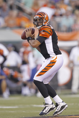 CINCINNATI, OH - SEPTEMBER 1: Bruce Gradkowski #7 of the Cincinnati Bengals looks to pass during the first half of an NFL preseason game against the Indianapolis Colts at Paul Brown Stadium on September 1, 2011 in Cincinnati, Ohio. (Photo by Joe Robbins/G