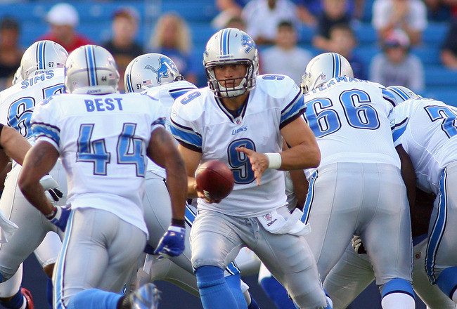 ORCHARD PARK, NY - SEPTEMBER 01: Matthew Stafford #9 of the Detroit Lions hands offsides turnover  Jahvid Best #44 against the Buffalo Bills  at Ralph Wilson Stadium on September 1, 2011 in Orchard Park, New York.  (Photo by Rick Stewart/Getty Images)