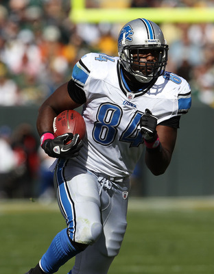 GREEN BAY, WI - OCTOBER 03: Brandon Pettigrew #84 of the Detroit Lions runs after a catch against the Green Bay Packers at Lambeau Field on October 3, 2010 in Green Bay, Wisconsin. The Packers defeated the Lions 28-26. (Photo by Jonathan Daniel/Getty Imag