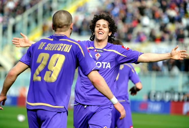 FLORENCE, ITALY - MARCH 28:  Stevan Jovetic of Fiorentina celebrates during the Serie A match between ACF Fiorentina and Udinese Calcio at Stadio Artemio Franchi on March 28, 2010 in Florence, Italy.  (Photo by Roberto Serra/Getty Images)