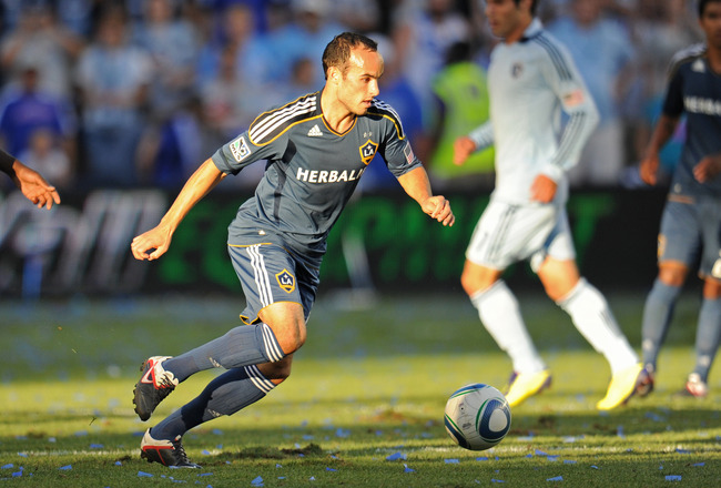 KANSAS CITY, KS - SEPTEMBER 05:  Forward Landon Donovan #10 of the Los Angeles Galaxy moves the ball up field against Sporting Kansas City during the second half on September 5, 2011 at LiveStrong Sporting Park in Kansas City, Kansas.  (Photo by Peter Aik