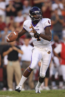 CHARLOTTE, NC - SEPTEMBER 03:  Dominique Davis #4 of the East Carolina Pirates against the South Carolina Gamecocks during their game at Bank of America Stadium on September 3, 2011 in Charlotte, North Carolina.  (Photo by Streeter Lecka/Getty Images)