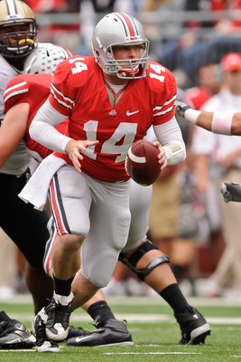 COLUMBUS, OH - OCTOBER 23:  Joe Bauserman #14 of the Ohio State Buckeyes hands off the ball against the Purdue Boilermakers at Ohio Stadium on October 23, 2010 in Columbus, Ohio.  (Photo by Jamie Sabau/Getty Images)