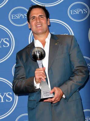 LOS ANGELES, CA - JULY 13:  NBA owner Mark Cuban poses in the press room with award for Best Team at The 2011 ESPY Awards at Nokia Theatre L.A. Live on July 13, 2011 in Los Angeles, California.  (Photo by Frederick M. Brown/Getty Images)