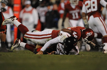 NORMAN, OK - NOVEMBER 22:  Quarterback Graham Harrell #6 of the Texas Tech Red Raiders is tackled by Jeremy Beal #44 of the Oklahoma Sooners at Memorial Stadium on November 22, 2008 in Norman, Oklahoma.  (Photo by Ronald Martinez/Getty Images)