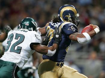 ST.LOUIS - DECEMBER 27:  Running back Steven Jackson #39 of the St. Louis Rams eludes Michael Lewis #32 of the Philadelphia Eagles to score a touchdown early in the first quarter on December 27, 2004 at the Edward Jones Dome in St. Louis, Missouri.  (Phot