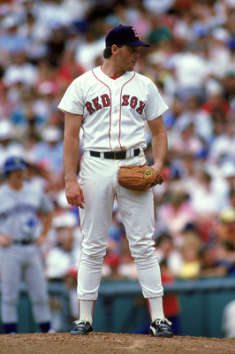 BOSTON, MA - 1986:  Roger Clemens #21 of the Boston Red Sox on the mound against the Seattle Mariners during a game in the 1986 MLB Season at Fenway Park in Boston, Massachusetts. (Photo by Rick Stewart/Getty Images)