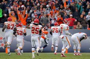 DENVER - NOVEMBER 14:  Barry Richardson #67, Casey Wiegman #62, Jamaal Charles #25 Branden Albert #76, Matt Cassel #7 and Brian Waters #54 of the Kansas City Chiefs give up pursuit as Jason Hunter #52 of the Denver Broncos returns a Matt Cassel fumble 75