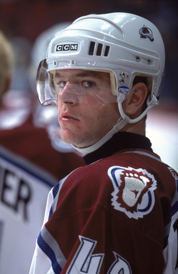 13 Oct 2001:  Alex Tanguay #40 of the Colorado Avalanche looks on during the game against the Vancouver Canucks at the GM Palace in Vancouver, British Columbia, Canada. The Canucks defeated the Avalanche 4-0.Mandatory Credit:  Jeff Vinnick /Allsport