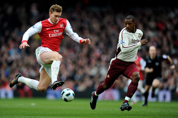 LONDON, ENGLAND - MARCH 05:  Nicklas Bendtner of Arsenal runs with the ball past Titus Bramble of Sunderland during the Barclays Premier League match between Arsenal and Sunderland at Emirates Stadium on March 5, 2011 in London, England.  (Photo by Mike H