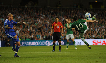 DUBLIN, IRELAND - SEPTEMBER 02:  Robbie Keane of Ireland tries an overhead kick but misses during the UEFA EURO 2012 group B Qualifier match between Republic of Ireland and Slovakia at the AVIVA Stadium on September 2, 2011 in Dublin, Ireland.  (Photo by