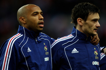 PARIS -FRANCE- MARCH 03: Thierry Henry (l) and Hugo Lloris (r) of France line up during the national anthems ahead of the France v Spain International Friendly match at the Stade de France on March 3, 2010 in Paris, France.  (Photo by Michael Steele/Getty