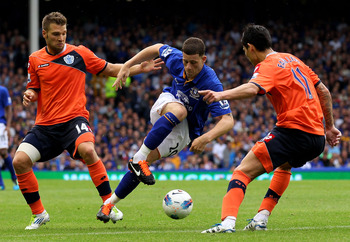 LIVERPOOL, ENGLAND - AUGUST 20:  Ross Barkley of Everton compets with Akos Buzsaky and Alejandro Faurlin (R) of Queens Park Rangers during the Barclays Premier League match between Everton and Queens Park Rangers at Goodison Park on August 20, 2011 in Liv