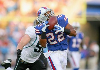 ORCHARD PARK, NY - AUGUST 27: Fred Jackson #22 of the Buffalo Bills makes a catch against Paul Posluszny #51 of the Jacksonville Jaguars at Ralph Wilson Stadium on August 27, 2011 in Orchard Park, New York.  (Photo by Rick Stewart/Getty Images)