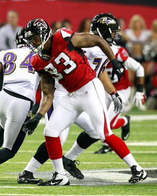 ATLANTA, GA - SEPTEMBER 01:  Ray Edwards #93 of the Atlanta Falcons rushes against the Baltimore Ravens at Georgia Dome on September 1, 2011 in Atlanta, Georgia.  (Photo by Kevin C. Cox/Getty Images)